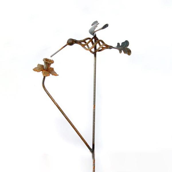 Hummingbird Daffodil Stake